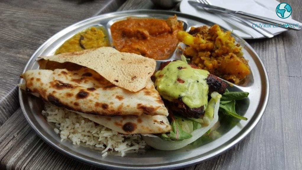 Assiette de nourriture indienne - CEI