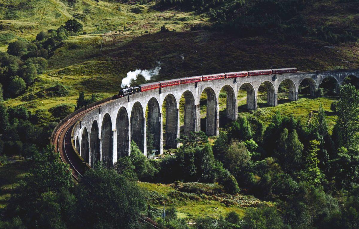 Passage du Jacobite Express sur viaduc