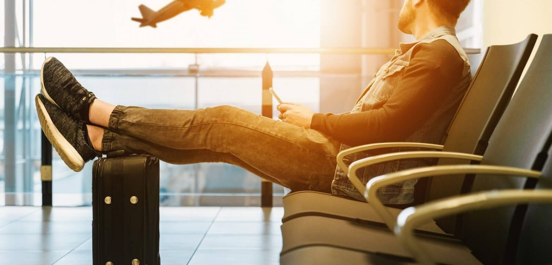 voyageur dans un aeroport