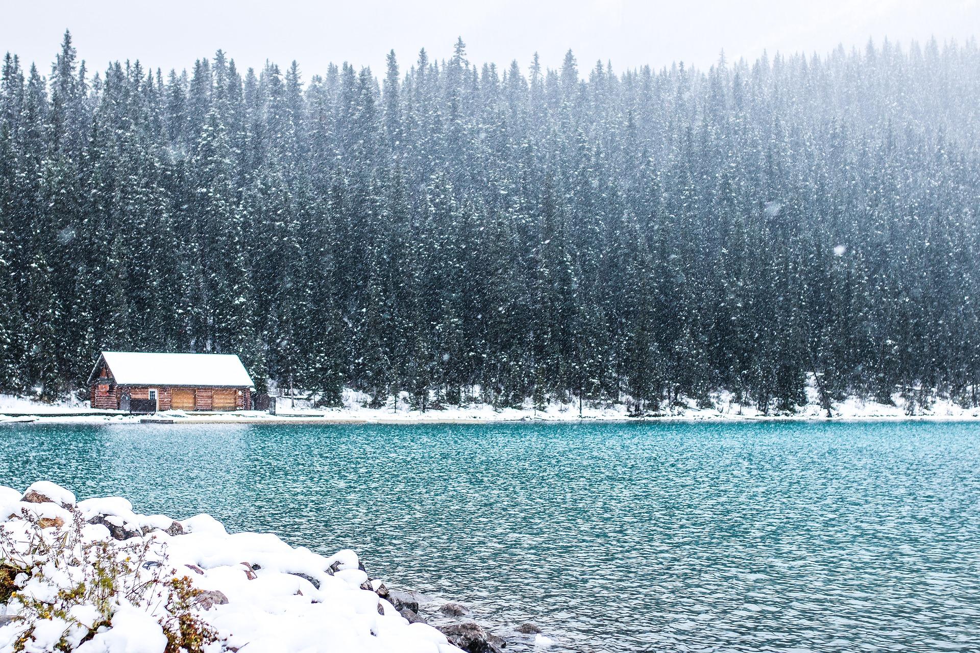 Travailler autrement au Canada-Le Lac Louise en Alberta en hiver