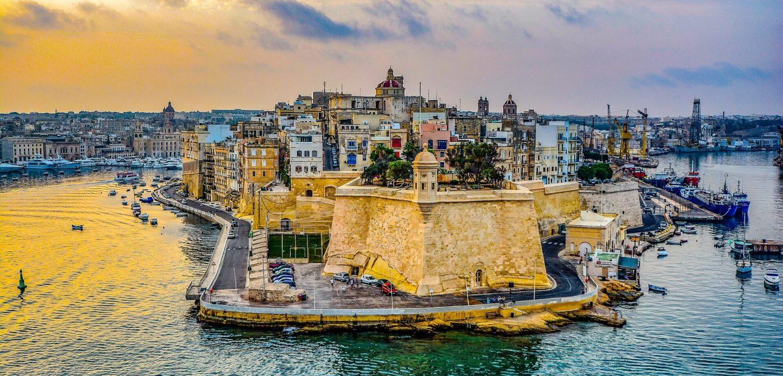 Ville de La Valette vue depuis la mer